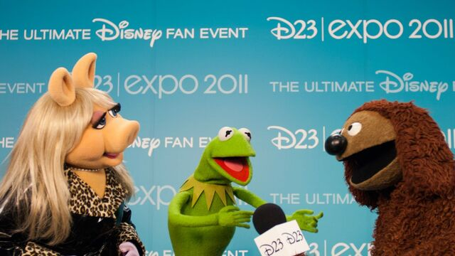 File:D23Expo-BackstagePhoto-MissPiggy-Kermit-Rowlf-(2011-08-19).jpg
