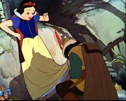 Snow white huntsman