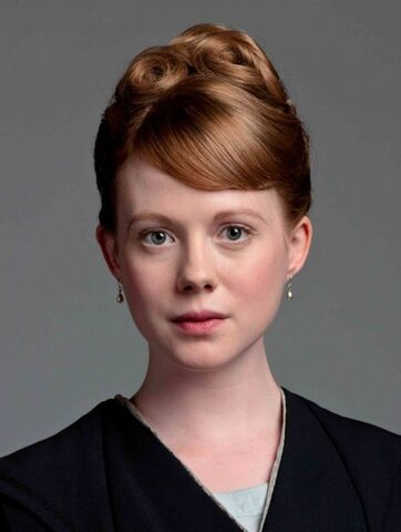 File:S2-zoe-boyle-as-lavinia-swire 595.jpg