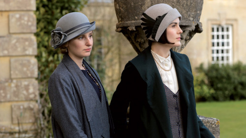 File:Mary and Edith Series6.jpg