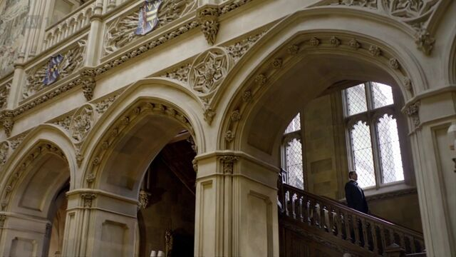 File:Hall and staircase.jpg