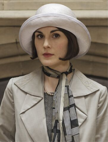File:Mary with white hat and scarf.jpg