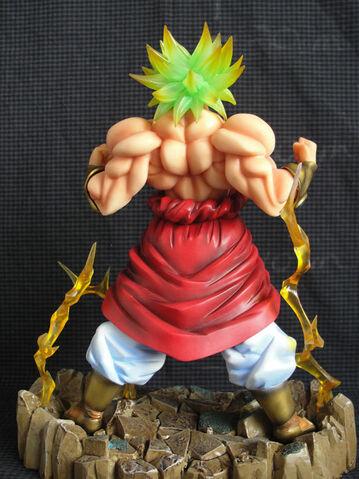 File:PowerUpBroly statue model pvc c.JPG