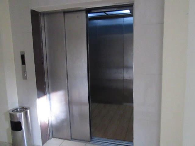 Image Hyundai Elevator Freight Doors Jpg Elevator Wiki