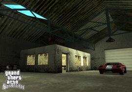Interior del garage de doherty.jpg