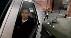 Grand Theft Auto 2 The Movie - Claude dejando atrás a los Cuellos rojos