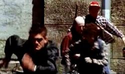 Grand Theft Auto 2 The Movie - Cuellos rojos persiguiendo a Claude
