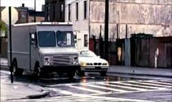 Grand Theft Auto 2 The Movie - Claude deteniendo su automóvil