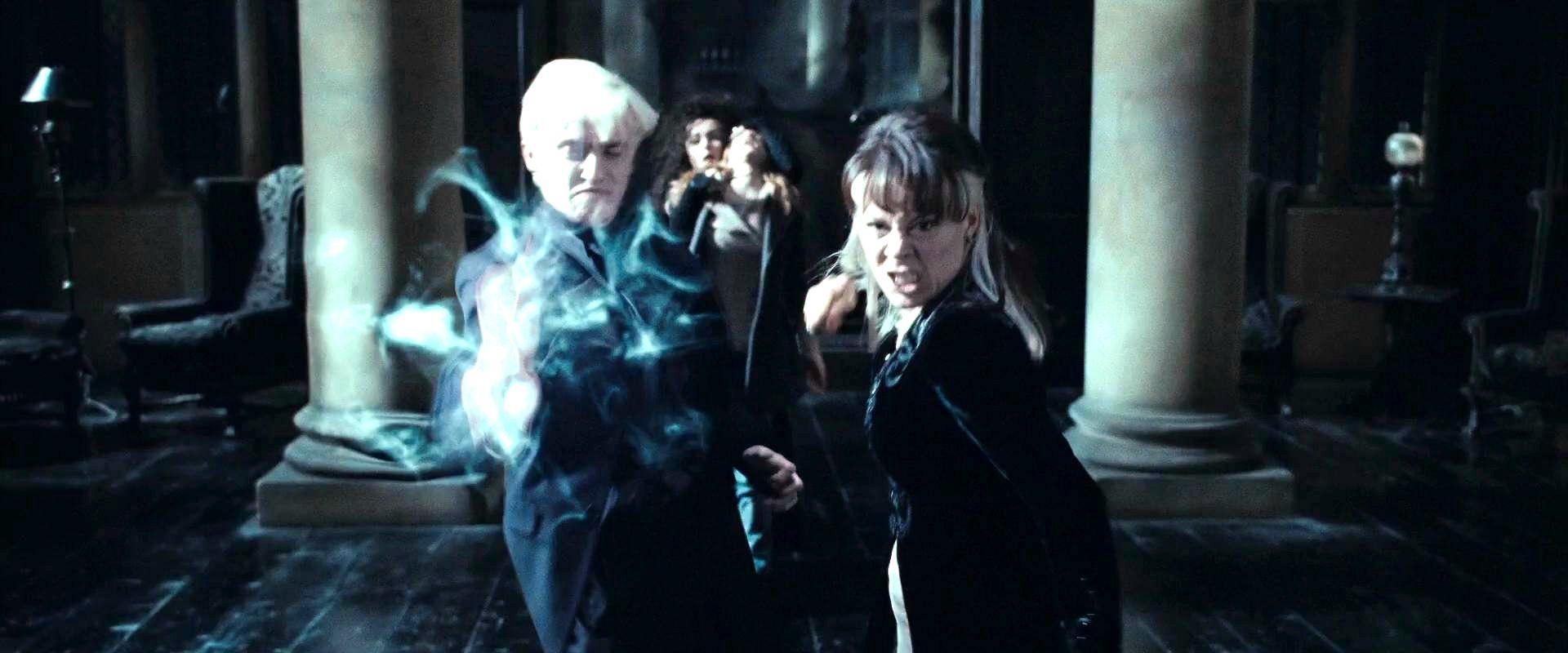 Narcissa y Draco luchando.jpg