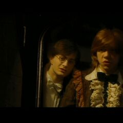 Harry y Ron antes del Baile