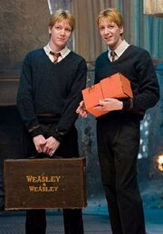 Fred y George Harry Potter y la orden del fenix.jpg