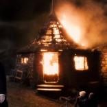 Cabaña encendida.jpg