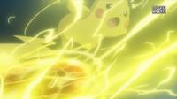 EP918 Pikachu de Ash usando bola voltio.png