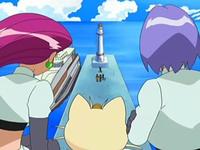 Archivo:EP545 Team Rocket observando a los protagonistas.png