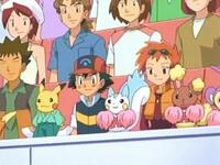Archivo:EP548 Brock, Ash y Zoe en el público.png
