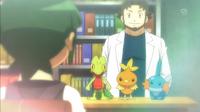 EP879 Profesor Abedul ofreciendo Pokémon inicial a Scottie.png