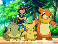 Archivo:EP550 Ash con Turtwig, Pikachu y Buizel (2).png