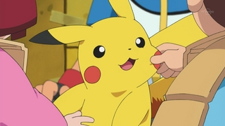 Archivo:EP672 Niños jugando con Pikachu.jpg
