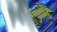 EP710 Pikachu usando cola ferrea.jpg
