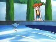 EP040 Horsea de Misty nadando en una fuente