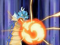 Archivo:EP552 Gyarados utilizando furia dragón.png
