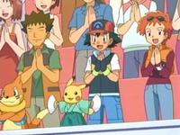 Archivo:EP548 Brock, Ash y Zoe levantados aplaudiendo.png