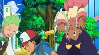 Archivo:EP666 Iris asustando a Ash y Millo.jpg
