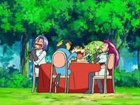 Archivo:EP545 Team Rocket comiendo.png