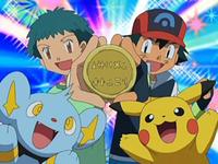 Archivo:EP559 Ash y Angie con la medalla.png