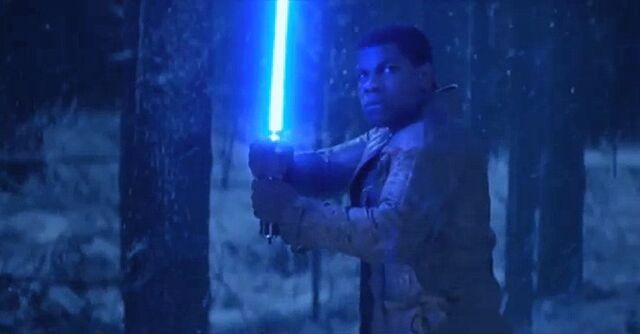 Archivo:Finn con un Sable de Luz.jpg