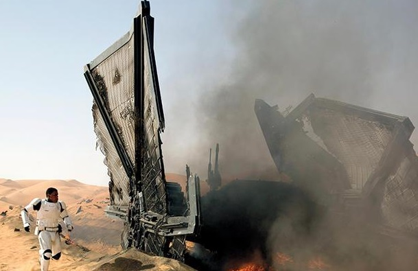 Archivo:Star-wars-the-force-awakens-finn-tie-fighter.jpg