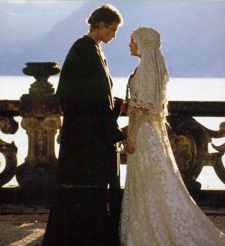 Archivo:Boda de Anakin y Padmé.jpg