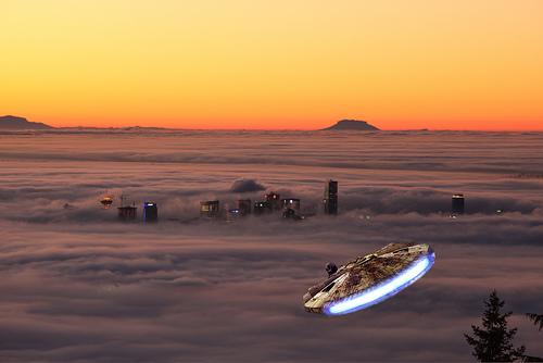 Archivo:Millenniem Falcon approaches Bespin.jpg