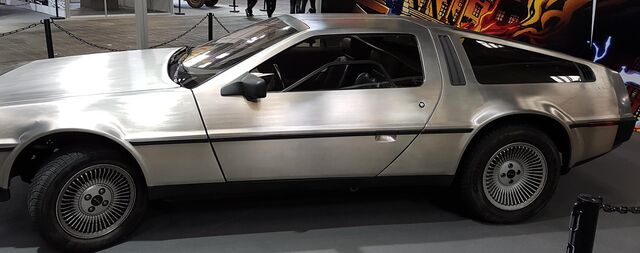 Archivo:Salondelcomic2016 delorean03.jpg