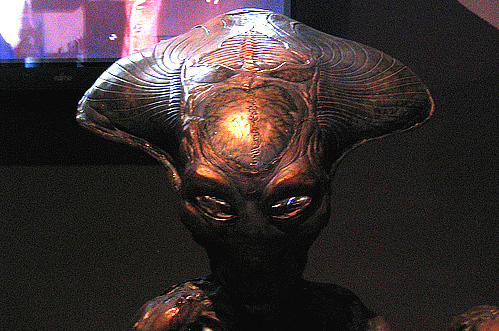 Archivo:Especies aliens spotlight.jpg