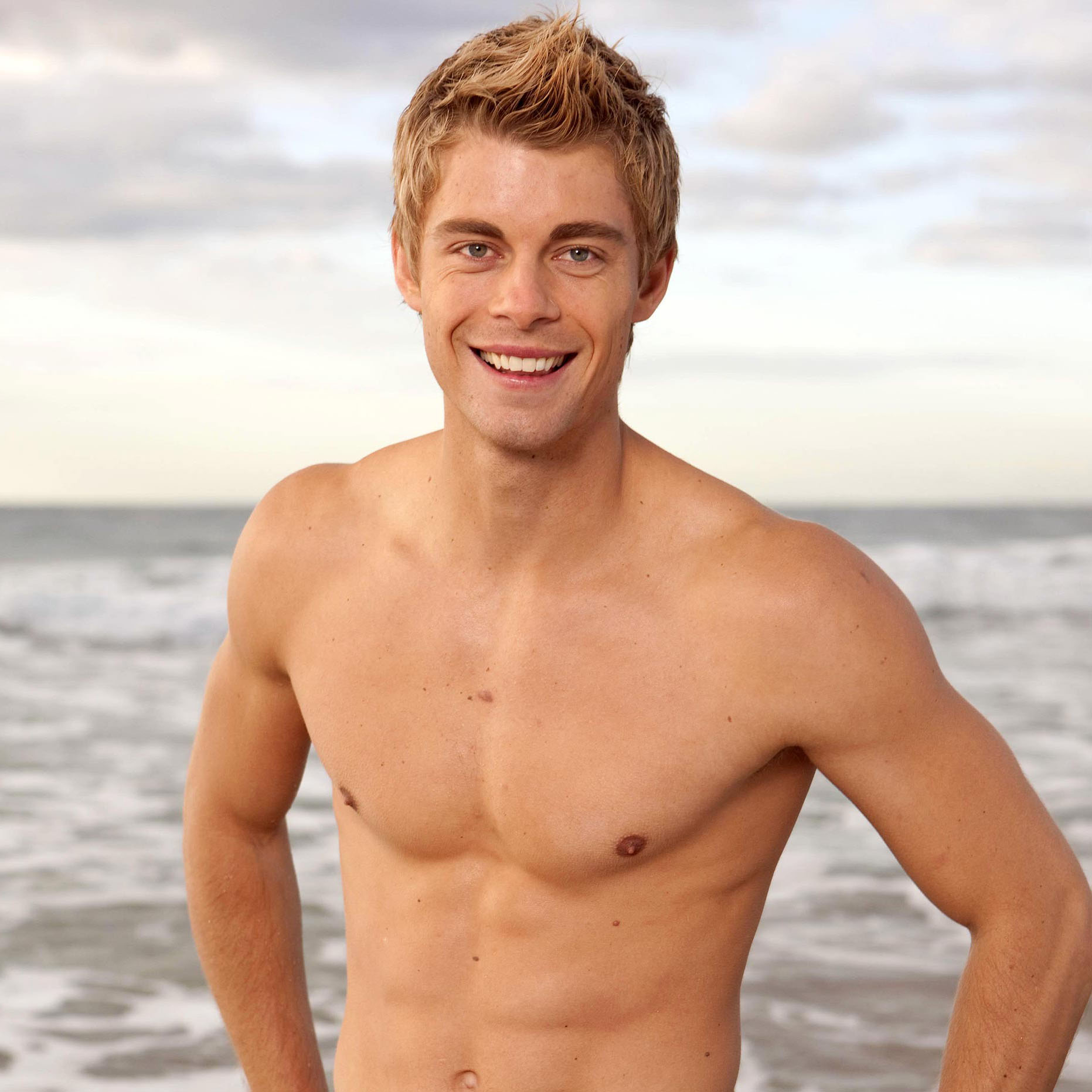 luke mitchell gif hunt tumblr