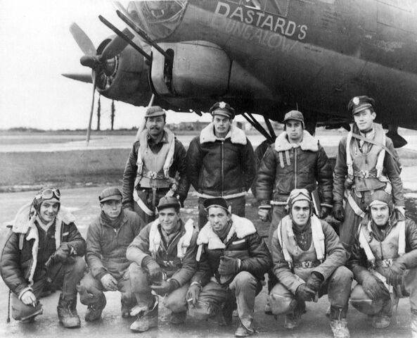 File:B17 with crew 01.jpg