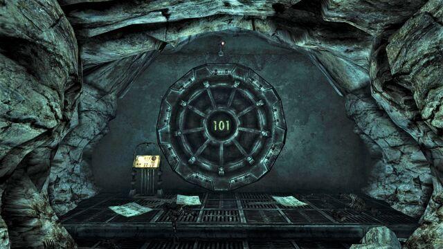 پرونده:Vault 101 entrance ext.jpg