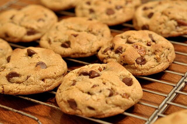 File:Chocolate Chip Cookies - kimberlykv.jpg