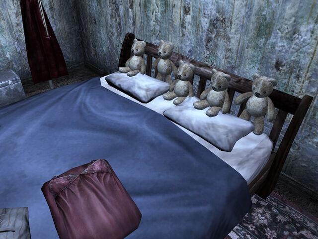 File:Teddy bears house 104 bed.jpg