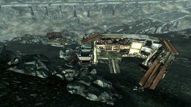File:Raider wreckage fortifications1.jpg