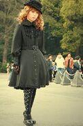 http://upload.wikimedia.org/wikipedia/commons/2/2c/Black_lolita
