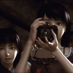 Mio holding up the camera obscura