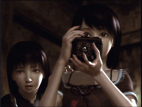 File:Mio Mayu Camera.jpg