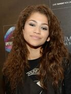 Zendaya-coleman-at-american-music-awards-gift-lounge-in-los-angeles 1