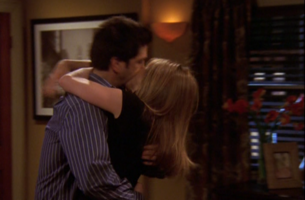 Rachel & Ross Kissing (10x17)