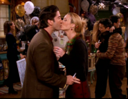 Phoebe & Ross - New Years Kiss