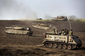 Israeli troops in border