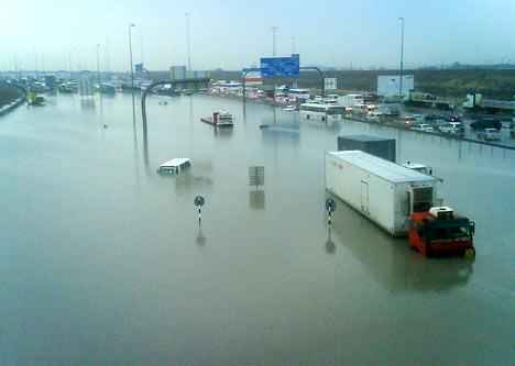 File:Flood-Dubai.jpg