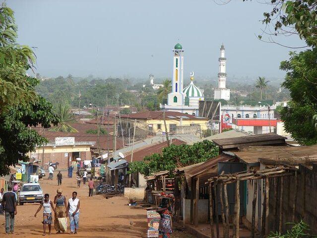File:Sokodé-centre-ville.jpg